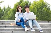 한국인, 대학생, 캠퍼스 (대학교), 계단, 커플, 앉기 (몸의 자세), 노트북