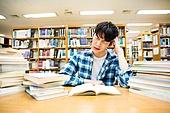 한국인, 대학생, 대학교, 도서관, 공부, 책상, 걱정 (어두운표정), 스트레스, 남성
