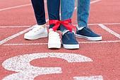 사람다리 (사람팔다리), 묶기 (움직이는활동), 달리는 (신체활동), 스포츠트랙 (스포츠장소), 2인3각경주 (스포츠경주)