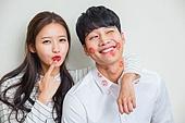 한국인, 부부, 커플 (인간관계), 키스, 키스마크, 사랑 (컨셉), 스킨십 (밝은표정), 로맨스 (컨셉), 미소