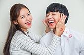 한국인, 부부, 커플 (인간관계), 키스, 키스마크, 사랑 (컨셉), 스킨십 (밝은표정), 로맨스 (컨셉), 미소, 황홀 (밝은표정)