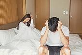 한국인, 부부, 커플, 스트레스, 침실, 침대, 커뮤니케이션문제 (커뮤니케이션), 무시 (어두운표정), 문제 (컨셉), 불만, 걱정 (어두운표정)