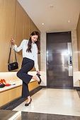 한국인, 여성, 출퇴근 (여행하기), 외출, 현관 (건축특징), 미소