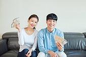 한국인, 부부, 커플, 자산관리, 금융, 화폐 (금융아이템), 지폐, 오만원, 만원, 돈다발