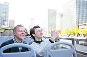 외국인, 백인, 서울 (대한민국), 여행, 관광버스 (버스), 스마트폰, 촬영, 미소, 도시거리, 세종대로 (종로구)