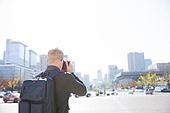 외국인, 백인, 남성, 서울 (대한민국), 광화문, 관광, 여행자 (역할), 사진촬영, 세종대로, 뒷모습