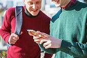 외국인, 남성, 스마트폰, 인터넷, 인터넷서핑 (격언), 미소