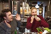 외국인, 남성, 식당, 숯불구이, 미소, 그릴구이 (요리), 한국문화 (세계문화), 삼겹살, 먹기 (입사용), 쌈