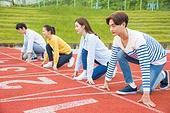 스포츠트랙 (스포츠장소), 경쟁 (컨셉), 러닝트랙, 출발선 (스포츠용품), 대학생, 시작, 긴장감, 달리는 (신체활동)