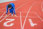 스포츠트랙 (스포츠장소), 경쟁 (컨셉), 러닝트랙, 출발선 (스포츠용품), 대학생, 시작, 긴장감, 달리는 (신체활동), 취업준비생 (역할)