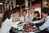 한국인, 남성, 직원모임, 비즈니스맨 (사업가), 회식, 연말, 새해 (홀리데이), 송년회, 신년회, 신입사원 (화이트칼라), 미소, 건배, 동료 (역할), 즐거움