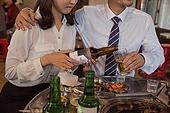 한국인, 회식, 송년회, 성희롱 (편견), 맥주, 붓기 (움직이는활동), 스트레스, 고통 (컨셉)