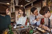 한국인, 직원모임, 비즈니스맨 (사업가), 회식, 연말, 새해 (홀리데이), 송년회 (파티), 신년회, 신입사원 (화이트칼라), 미소, 건배, 동료 (역할), 꾸중 (말하기)