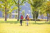 한국인, 남성 (성별), 여성, 하이킹 (아웃도어), 여행, 아웃도어 (레크리에이션), 여유로운주말 (레저활동), 걷기, 등산지팡이, 뒷모습