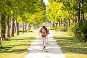 한국인, 여성, 하이킹 (아웃도어), 여유로운주말 (레저활동), 혼자여행 (여행), 산책길 (보행로), 산림욕, 걷기, 뒷모습