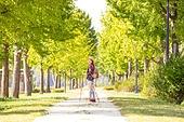 한국인, 여성, 하이킹 (아웃도어), 여유로운주말 (레저활동), 혼자여행 (여행), 산책길 (보행로), 산림욕, 걷기, 미소, 행복
