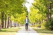 한국인, 하이킹 (아웃도어), 여유로운주말 (레저활동), 혼자여행 (여행), 산책길 (보행로), 산림욕, 걷기, 미소, 남성