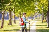 한국인, 하이킹 (아웃도어), 여유로운주말 (레저활동), 혼자여행 (여행), 산책길 (보행로), 산림욕, 걷기, 미소, 바람 (자연현상), 남성