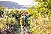 한국인, 남성, 하이킹 (아웃도어), 여유로운주말 (레저활동), 혼자여행 (여행), 여행, 걷기, 뒷모습, 응시