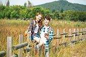한국인, 남성 (성별), 여성, 하이킹 (아웃도어), 여행, 커플 (인간관계), 아웃도어 (레크리에이션), 휴식, 여유로운주말 (레저활동), 미소, 행복, 위치묘사