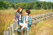 한국인, 남성 (성별), 여성, 하이킹 (아웃도어), 여행, 커플 (인간관계), 아웃도어 (레크리에이션), 휴식, 여유로운주말 (레저활동), 미소, 행복, 위치묘사, 마주보기 (위치묘사)