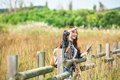 한국인, 여성, 여행, 혼자여행 (여행), 여유로운주말 (레저활동), 디지털태블릿 (개인용컴퓨터)