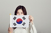 한국인, 십대 (인간의나이), 학생, 여학생, 태극기, 환호 (말하기), 2018평창동계올림픽 (동계올림픽), 대한민국 (한국), 태극기 (국기)