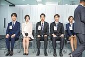 한국인, 구직 (실업), 취업면접, 채용 (고용문제), 기다림, 대기실 (공공건물), 일렬 (배열), 긴장감, 곁눈질 (멀리보기)