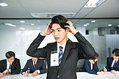 한국인, 남성, 청년 (성인), 구직 (실업), 채용 (고용문제), 인터뷰 (사건), 비즈니스, 고용문제, 실망, 실패 (컨셉), 걱정 (어두운표정), 스트레스, 머리긁기 (움직이는활동)