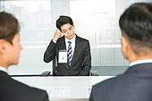 한국인, 남성, 청년 (성인), 인터뷰 (사건), 정장, 대화, 사무실 (업무현장), 머리긁기 (움직이는활동), 실패 (컨셉), 걱정 (어두운표정)