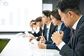 한국인, 비즈니스, 회의실, 화이트칼라 (전문직), 비즈니스미팅, 프로젝트, 프리젠테이션 (연설), 설명, 비즈니스맨, 집중, 중년남자 (성인남자), 경영자, 책임자 (전문직)