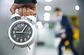 사무실 (업무현장), 출퇴근 (여행하기), 시계, 잡기 (만지기), 감시, 지각