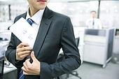 한국인, 남성 (성별), 비즈니스, 화이트칼라 (전문직), 사무실 (업무현장), 사직서 (서류), 스트레스, 화