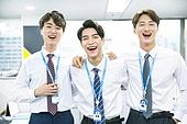 한국인, 비즈니스, 화이트칼라 (전문직), 사무실 (업무현장), 미소, 밝은표정, 팀워크 (협력), 어깨동무