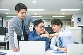 한국인, 남성, 청년 (성인), 중년 (성인), 재취업, 구직 (실업), 사무실 (업무현장), 직업, 비즈니스, 미소, 팀워크 (협력), 동료 (역할), 가르치는 (움직이는활동), 협력 (컨셉)