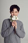 한국인, 남성, 겨울, 스웨터 (상의), 따뜻한옷 (옷), 꽃, 화이트데이 (홀리데이), 미소