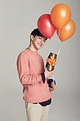 한국인, 남성, 선물 (인조물건), 풍선, 밝은표정, 즐거움
