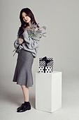 한국인, 여성, 스웨터 (상의), 겨울, 뷰티, 선물 (인조물건), 선물상자, 꽃