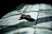 십자가,부활절,고난주간,사순절,나무십자가,그림자,햇살,창고