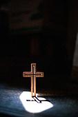 십자가,부활절,고난주간,사순절,나무십자가,햇빛,빛,어둠,은혜