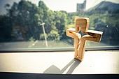 십자가,부활절,고난주간,사순절,나무십자가,창문,햇살