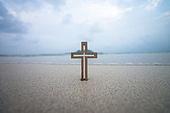 십자가,부활절,고난주간,사순절,나무십자가,하늘,구름,바다,바다풍경,해변,모래