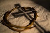 십자가,부활절,고난주간,사순절,가시면류관,면류관,나무십자가,고통,고난,그림자