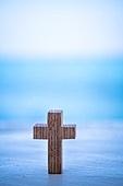 십자가,부활절,고난주간,사순절,나무십자가,하늘,파랑,구름,바다,수평선