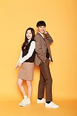 한국인, 십대 (인간의나이), 고등학생, 교복, 미소, 등맞대기