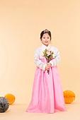 한국인, 어린이 (인간의나이), 한복, 전통문화 (주제), 한국명절 (한국문화), 꽃, 꽃다발