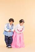 한국인, 어린이 (인간의나이), 한복, 전통문화 (주제), 한국명절 (한국문화), 미소, 예절 (컨셉), 인사 (제스처)