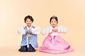한국인, 어린이 (인간의나이), 한복, 전통문화 (주제), 한국명절 (한국문화), 미소, 큰절 (한국전통), 세배
