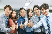 한국인, 사무실 (업무현장), 팀워크 (협력), 단결 (함께함), 밝은표정, 미소, 넘버원