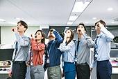 한국인, 비즈니스, 사무실 (업무현장), 책임자 (전문직), 회사계층 (고용문제), 사원, 숙취음료 (음료), 마시기 (입사용)